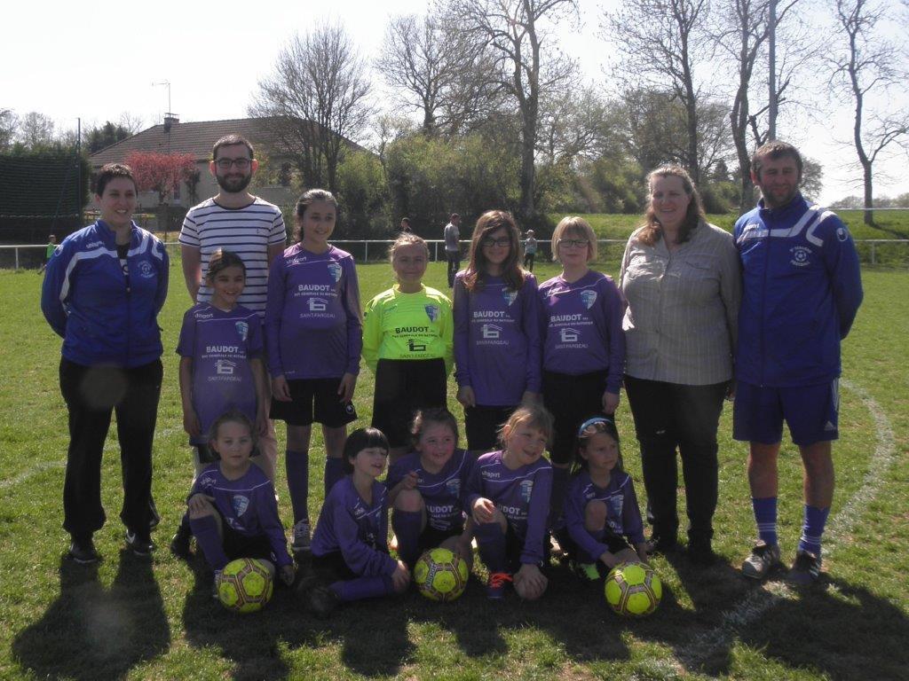 Samedi 8 avril 2017 Remise officielle des tenues à l'équipe fille de foot de St Fargeau